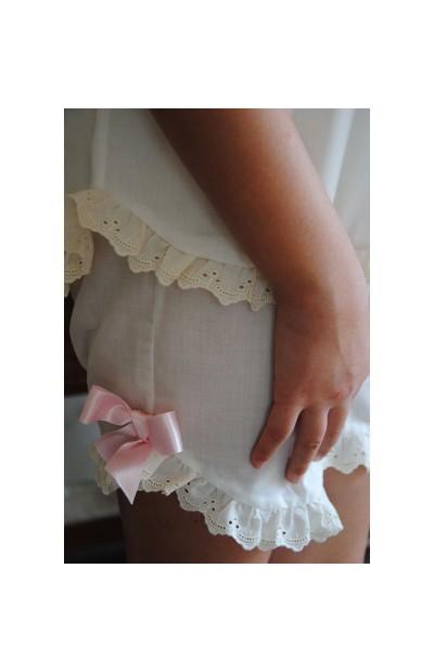 Conjunto en batista con tira bordada de algodón