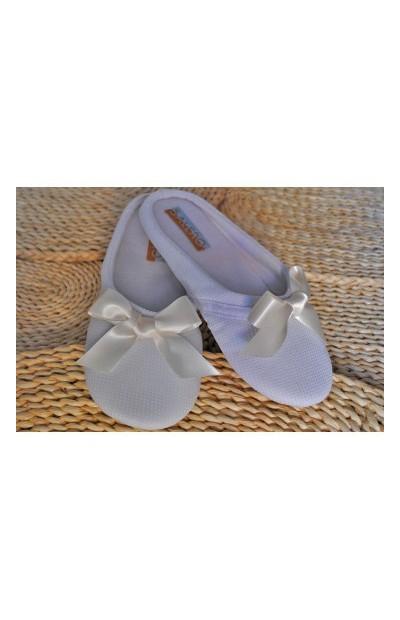 Zapatillas con lazo de raso